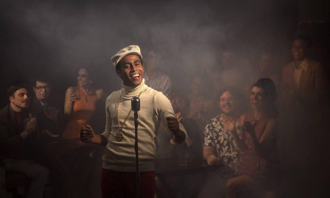 Ícaro Silva interpreta o cantor Wilson Simonal Foto: Leo Aversa / fotos de Divulgação/Leo Aversa