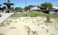 Prevenção: equipamentos depredados foram removidos da Praça Catolé do Rocha pela prefeitura Foto: Agência O Globo / Luiz Ackermann