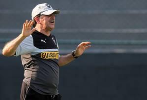 René Simões começa a esboçar o time do Botafogo Foto: Vitor Silva/SS Press
