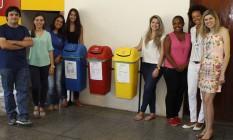 Em equipe. Professores e alunos responsáveis pelo projeto de gerenciamento de resíduos sólidos Foto: Eduardo Naddar / Eduardo Naddar