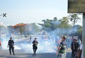 Trabalhadores entraram em conflito com a polícia Foto: Wagner Sales / Sintramon