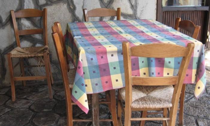Pontas de toalhas de mesa podem ser puxadas pelas crianças, causando acidentes Foto: Free Images
