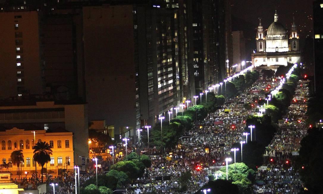 Na Avenida Presidente Vargas, a maior manifestação ocorrida no Rio de Janeiro durante as jornadas de junho de 2013 Foto: Pablo Jacob