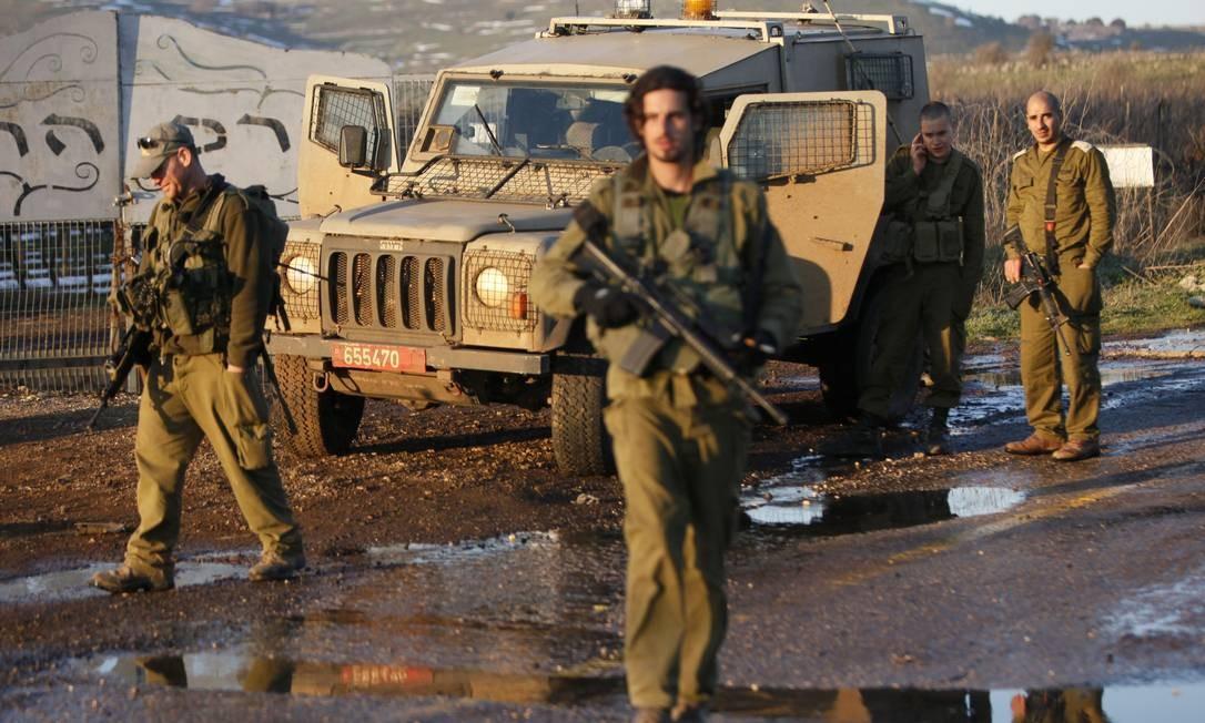 Tropas israelenses patrulham a região das colinas de Golã, na fronteira coma Síria. Serviço de segurança do país desmantelou célula do Estado Islâmico ligada a radicais sírios Foto: JALAA MAREY / AFP