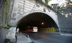 Inaugurado em 1921 e localizado sob o Morro da Providência, o Túnel João Ricardo, com 293 metros de extensão, será usado apenas pelos ônibus articulados Foto: Alexandre Cassiano / Agência O Globo