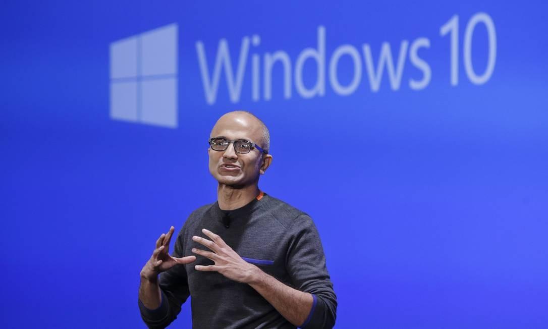 O diretor executivo da Microsoft, Satya Nadella, apresentou as novidades do Windows 10 Foto: Elaine Thompson / AP