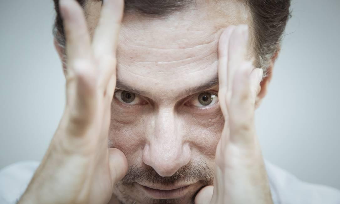 """Fio da navalha. Para o diretor, Diaz criou """"um vilão daqueles que amamos odiar"""" Foto: / Leo Martins"""