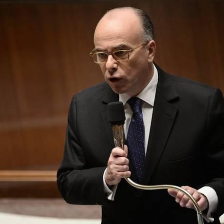 O ministro do Interior da França, Bernard Cazeneuve, responde às perguntas de membros do Parlamento Foto: Stephane de Sakutin / AFP