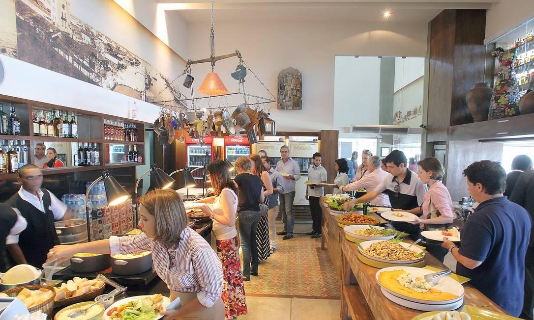 Cardápio regional. O bufê do Seu Boteco serve pratos típicos Foto: Foto: Hans von Manteuffel / Agência O Globo