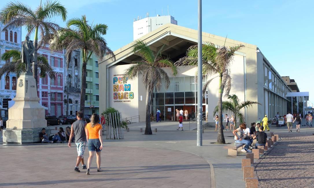 Na Praça do Marco Zero, também fica localizado o armazém que abriga o Centro de Artesanato de Pernambuco Foto: Hans von Manteuffel / Agência O Globo