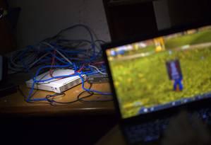 Jogar em rede é uma das diversões dos jovens na SNet Foto: Ramon Espinosa / AP