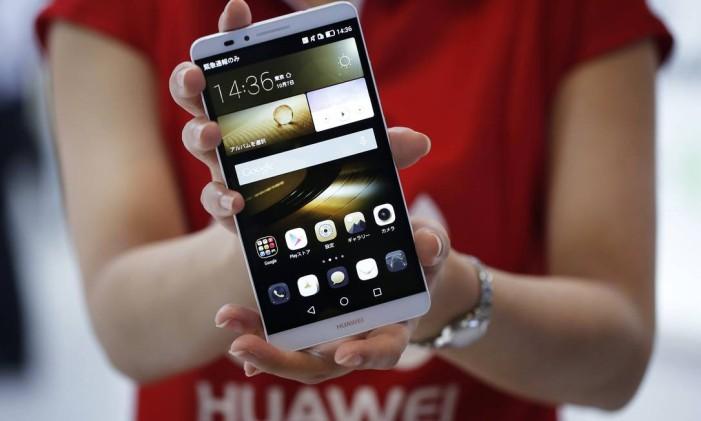 Governo de Taiwan quer evitar que jovens fiquem viciados em aparelhos eletrônicos, como o smartphone Foto: Kiyoshi Ota / Bloomberg