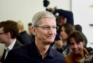 O diretor executivo da Apple, Tim Cook, agradeceu aos consumidores pelo trimestre 'fenomenal' Foto: Bloomberg/Noah Berger