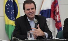Eduardo Paes em entrevista a jornalistas em 29/05/2014 Foto: Fábio Guimarães / Agência O Globo