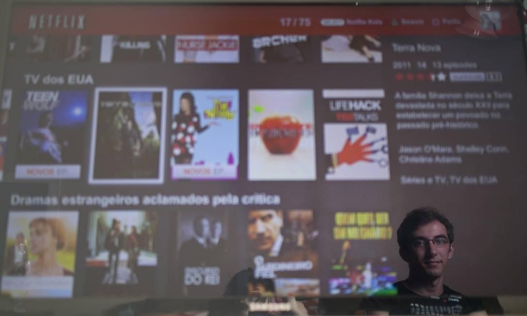 O designer Guilherme Peres já encaraou algumas maratonas de séries Foto: Paula Giolito / Agência O Globo