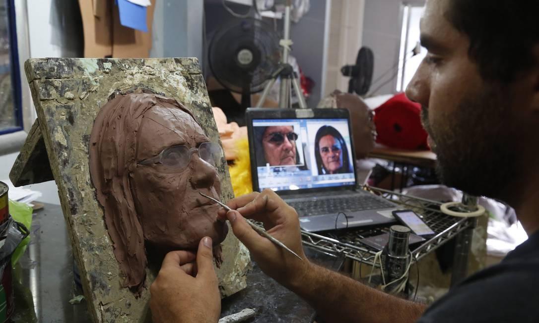 Após ameaça de processo, fábrica de máscaras desiste de Cerveró e fará Graça Foster
