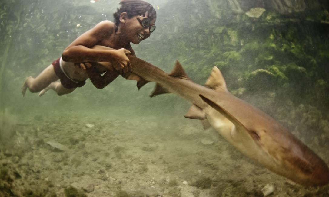 Os bajaus são conhecidos como 'nômades do mar' ou 'ciganos do mar'. Vivem na área do Triângulo dos Corais, entre a Indonésia, Malásia e Filipinas, uma das regiões de maior biodiversidade marinha do mundo. Foto: Divulgação / James Morgan (www.jamesmorgan.co.uk)