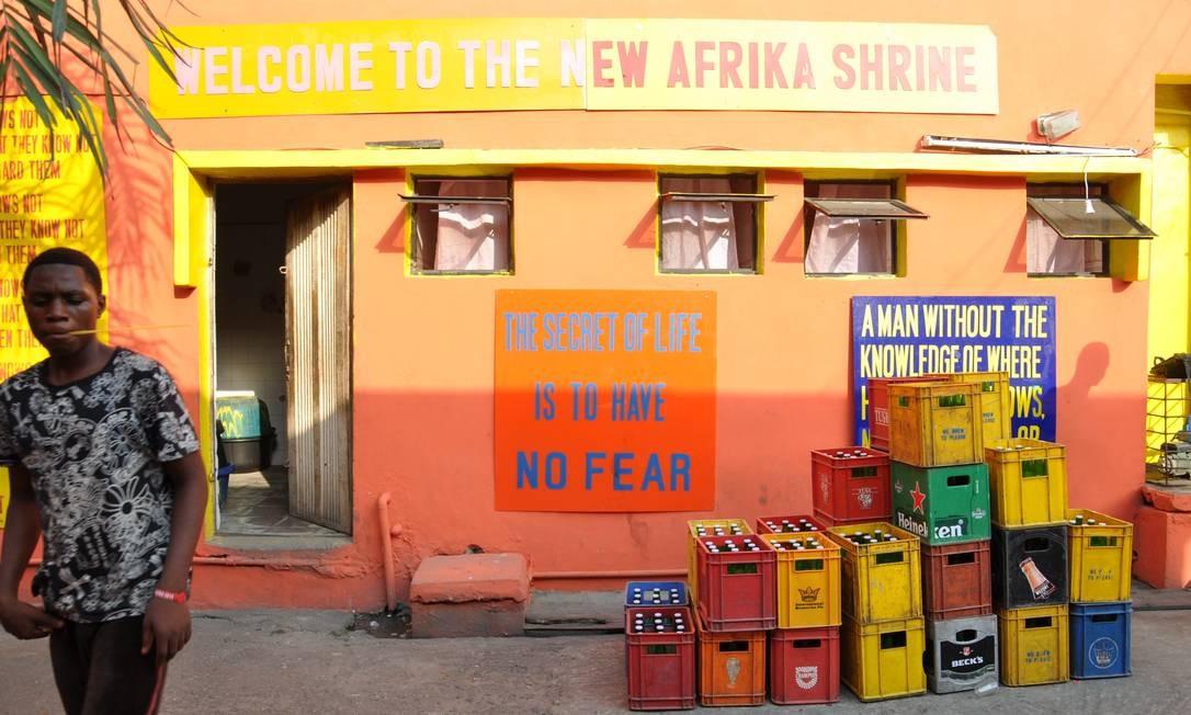 Conhecida em Lagos apenas como Shrine (Santuário), ela foi reaberta em 2000 pelo músico Femi Kuti, filho mais velho do criador do afrobeat Foto: Marcéli Torquato