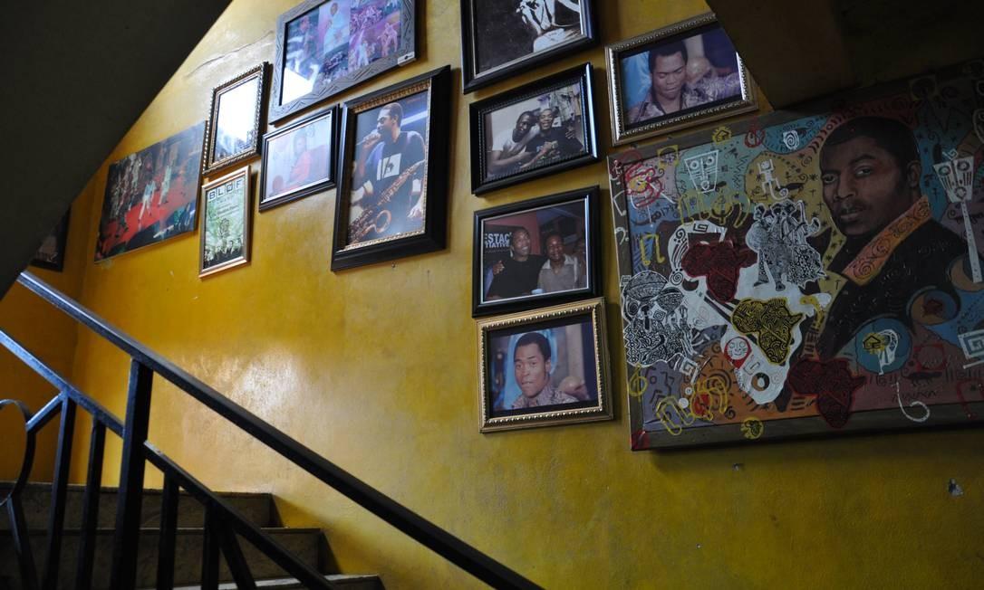 As paredes do lugar conhecido em Lagos apenas como Shrine (Santuário) estão repletas de lembranças de Fela Foto: Marcéli Torquato