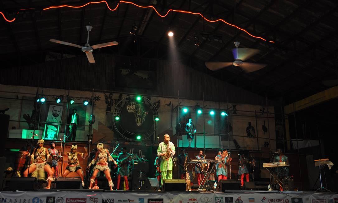 Femi se apresenta no Shrine com a banda Positive Force toda quinta (de graça) e domingo, em shows que costumam durar mais de três horas Foto: Guilherme Freitas