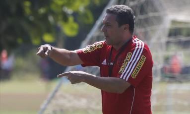 Time pronto. Vanderlei Luxemburgo repetirá a escalação dos últimos amistosos do Flamengo Foto: Marcos Tristão / Marcos Tristão/29-1-2015