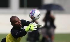 Jefferson, goleiro do Botafogo, durante treino no Engenhão Foto: Satiro Sodre / SSPress