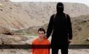 Imagem feita do vídeo divulgado pelo Estado Islâmico, que mostra a suposta decapitação do refém japonês, o jornalista Kenji Goto Foto: AP/31-01/2015