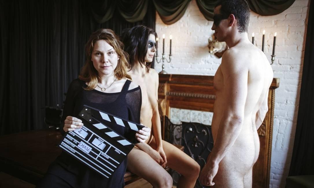 'Tento mostrar um sexo que as mulheres curtam', diz diretora de filmes pornôs