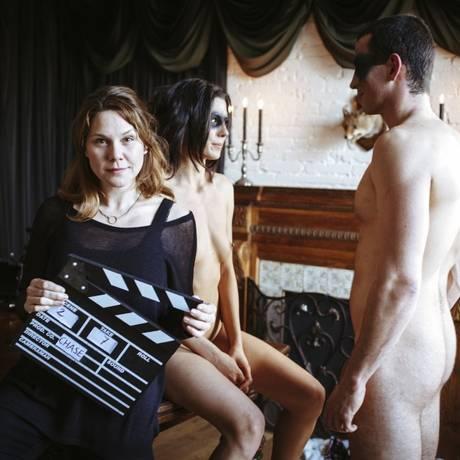 A cineasta Erika Lust num set em Barcelona, onde vive: sexo explícito, mas sem cenas 'irreais', comuns no pornô tradicional Foto: Divulgação/Rocío Lunaire