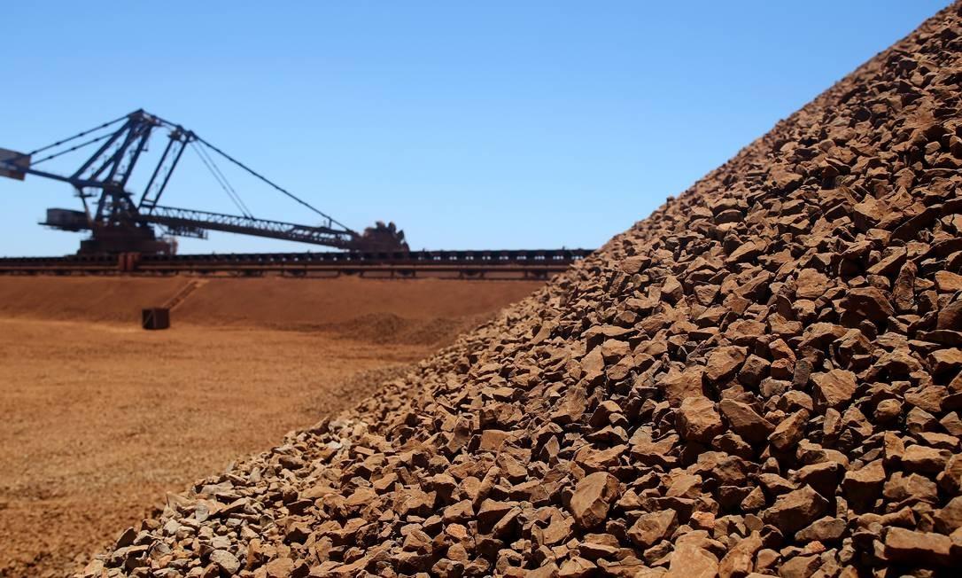 Estoques de minério de ferro: preços das commodities em queda afetará economias emergentes Foto: Sergio Dionisio / Bloomberg/Sergio Dionisio/3-12-2013