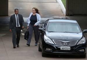 Presidente da Petrobras, Graça Foster, deixa reunião do Palácio do Planalto Foto: André Coelho / O Globo