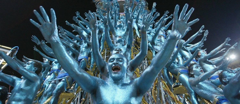 O carro do DNA, de 2004: alegoria foi um marco dos carnavais da década de 2000 Foto: Marco Antônio Teixeira / O Globo