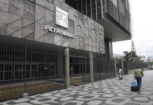Fachada do prédio da Petrobras, no Centro do Rio Foto: Eduardo Naddar / Agência O Globo