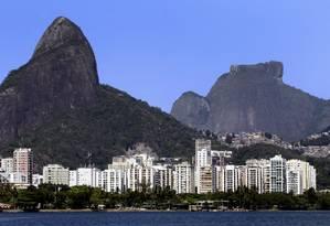 Prédios na orla do Leblon: Rio ainda tem o metro quadrado mais caro do país Foto: Gustavo Miranda / Agência O Globo