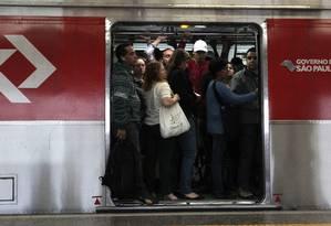 Passageiros no metrô de São Paulo Foto: Marcos Alves / Agência O Globo