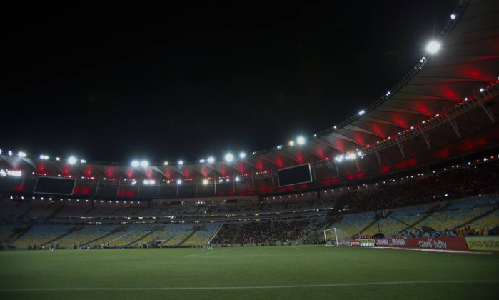 No jogo contra o Barra Mansa, a torcida do Flamengo ocupou apenas dois  setores do Maracanã. Dois dos quatro telões do estádio ficaram desligados -  Alexandre ...