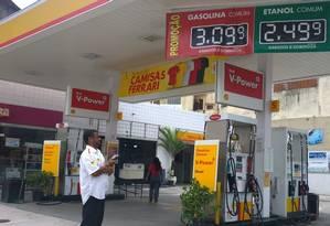 O posto Shell na Rua Carolina Machado, em Cascadura Foto: Ediane Merola