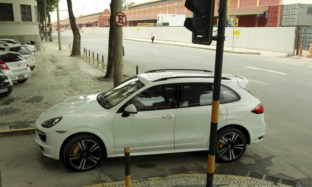 O Porsche Cayenne do empresário também foi levado à PF Foto: Gabriel de Paiva / O Globo