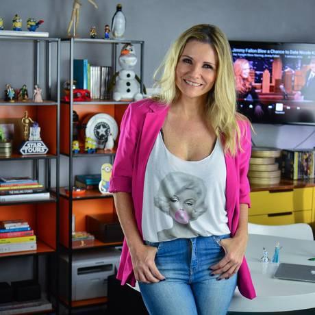 "Renata Boldrini posa no cenário do ""Preview"" Foto: Telecine/ Kiko Cabral"