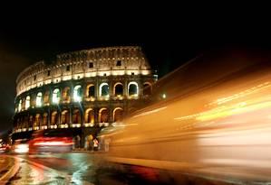 O Coliseu em Roma à noite: cidade terá zona onde prostituição será tolerada Foto: REUTERS/Benvegnu' Guaitoli