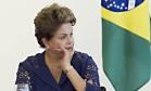 TEMPO RUIM: A presidente Dilma Rousseff (PT) é criticada pela base aliada e por integrantes de seu próprio partido pela falta de diálogo Foto: Jorge William / Agência O Globo