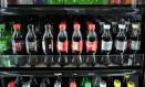 Bebidas adoçadas com muito açúcar, como refrigerantes e energéticos, podem aumentar hiperatividade e déficit de atenção Foto: TIMOTHY A. CLARY / AFP