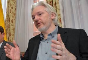 Julian Assange, fundador do WikiLeaks, concede entrevista coletiga na embaixada do Equador em Londres Foto: AP/ 18-8-2014