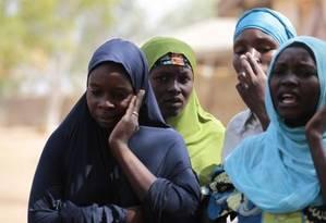 Mulheres em campo de refugiados, fugindo da violência em Gulak, cidade de fronteira no norte de Adamawa (Nigéria), alvo de ataque do Boko Haram em setembro de 2014 Foto: AFOLABI SOTUNDE / REUTERS