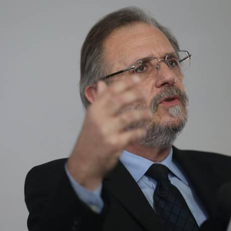 Ministro da Secretaria da Presidência da República MIguel Rossetto, falou sobre a reunião Foto: André Coelho / Agência O Globo