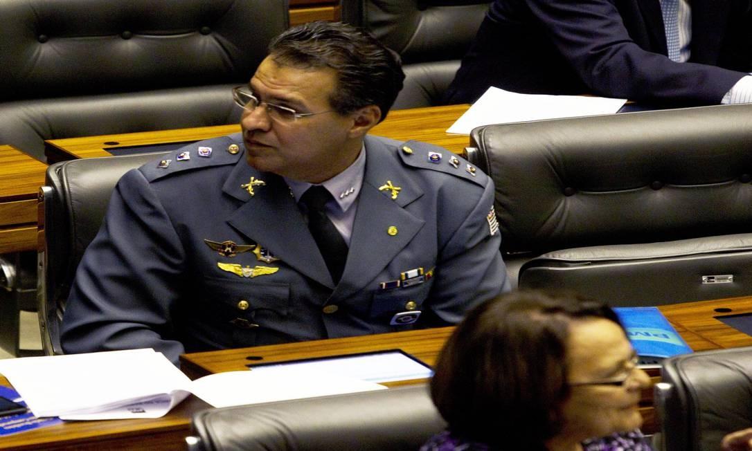 O deputado Capitão Augusto (PR-SP), à direita Foto: Jorge William / Agência O Globo