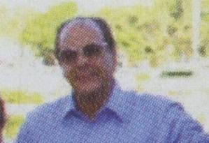 No Jóquei: Mário Goes (de camisa azul) ao lado da égua Cruiseliner, em 2014, e Jorge Zelada (de camisa rosa), ex-diretor da Petrobras Foto: Reprodução
