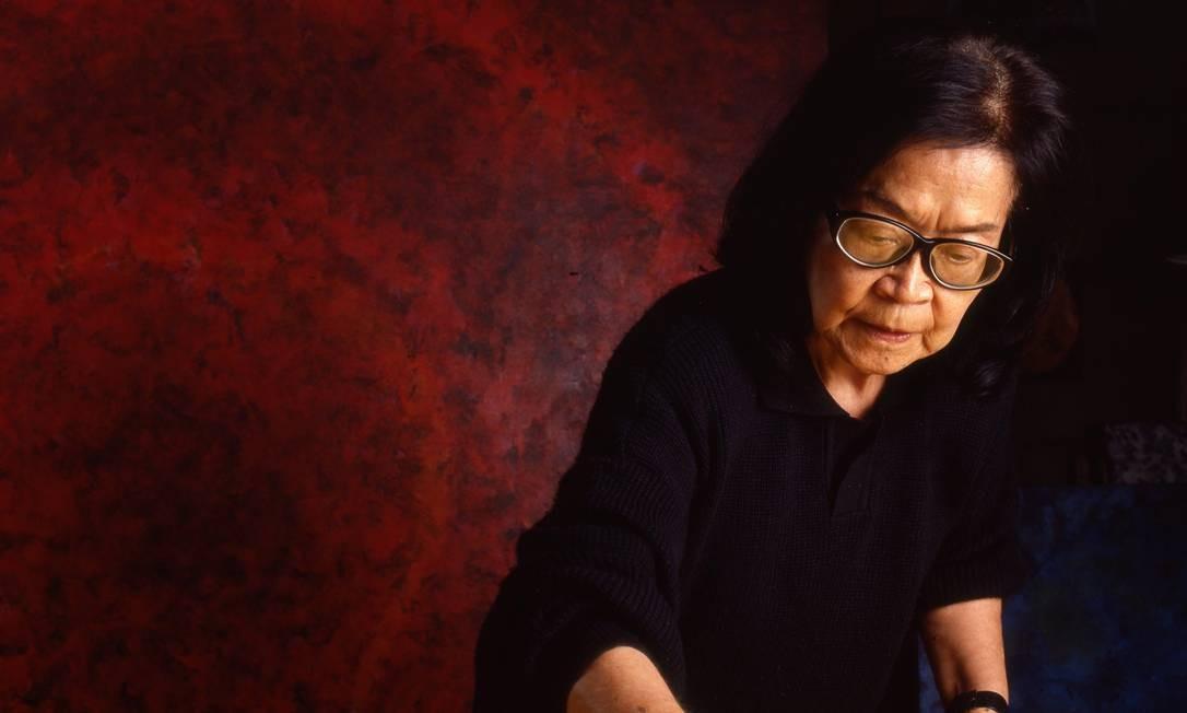Tomie Ohtake trabalhando em uma obra, em 1993 Terceiro / Agência O Globo