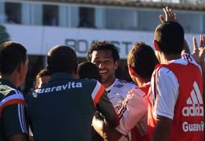 Fred festeja com os reservas e a comissão técnica seu quinto gol no Carioca Foto: Nelson Perez / Fluminense