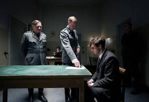 Georg Elser (Christian Friedel) é interrogado por nazistas no filme Foto: Divulgação
